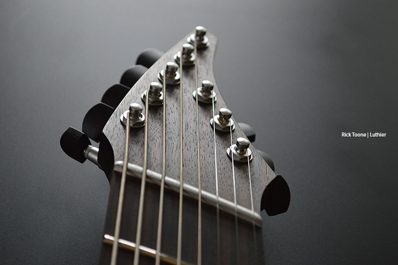 Eight-String-Guitar