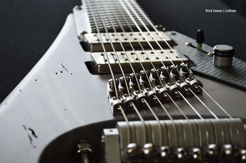 Flying-V-Eight-String